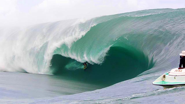 Teahupoo Code Red – HUGE!!!!