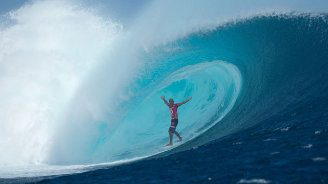 Kelly Slater Scores Perfect 20 at Cloudbreak