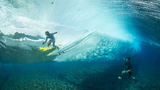 Gorgeous Underwater Footage of Teahupoo