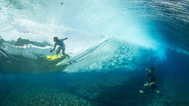 Gorgeous Underwater Footage of Teahupoo