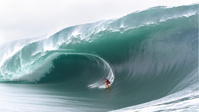 Amazing Footage of Massive Teahupoo